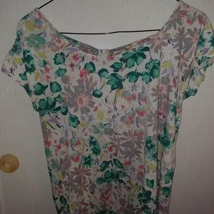 Tops - Cute floral top
